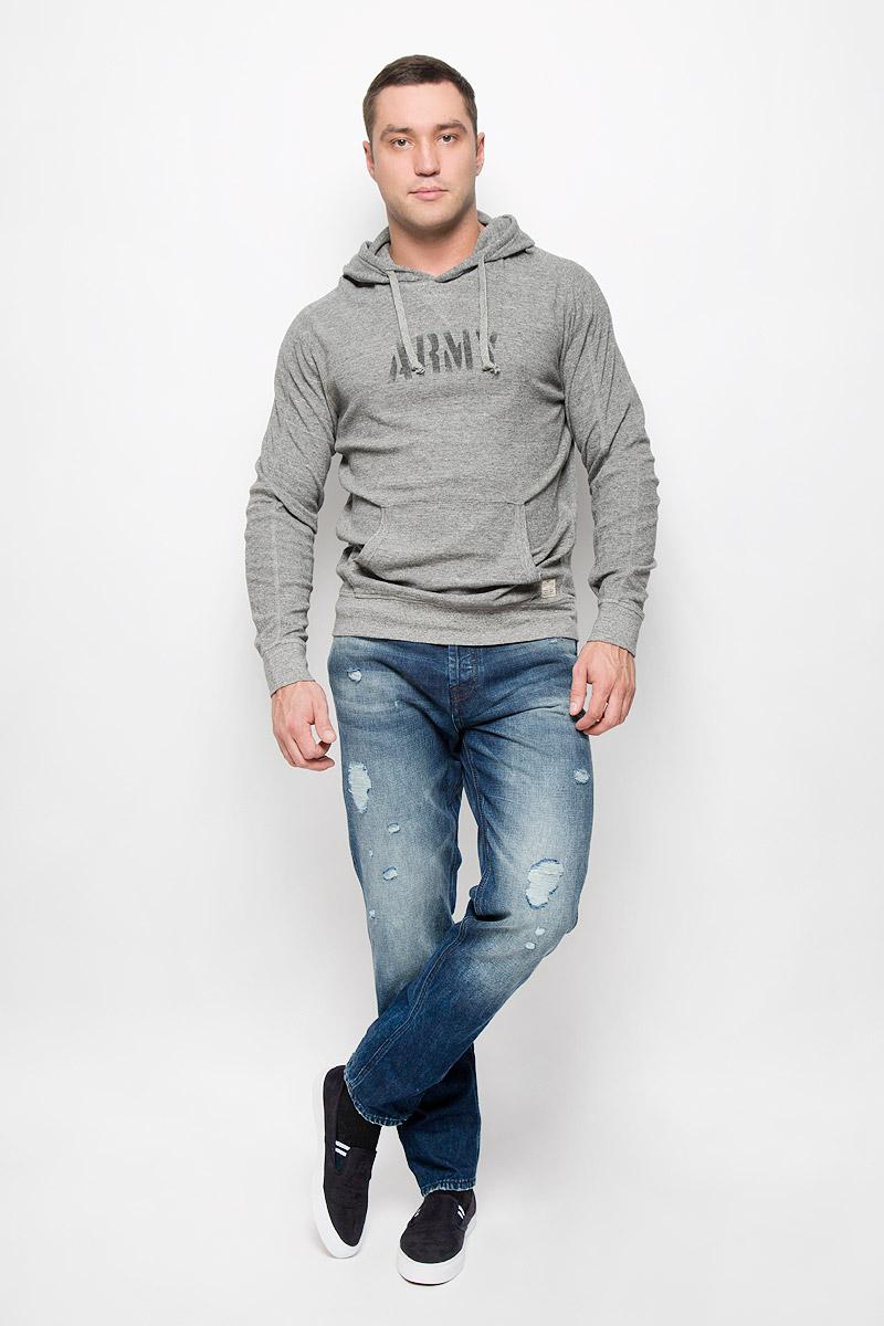 12110702_Blue DenimМодные мужские джинсы Jack & Jones Jeans Intelligence - это джинсы высочайшего качества, которые прекрасно сидят. Они выполнены из натурального хлопка, что обеспечивает комфорт и удобство при носке. Джинсы-слим стандартной посадки станут отличным дополнением к вашему современному образу. Модель застегиваются на пуговицу в поясе и ширинку на пуговицах, дополнены шлевками для ремня. Джинсы имеют классический пятикарманный крой: спереди расположено два втачных кармана и один маленький накладной карман, а сзади - два накладных кармана. Модель оформлена потертостями и рваным эффектом. Эти модные и в то же время комфортные джинсы послужат отличным дополнением к вашему гардеробу.