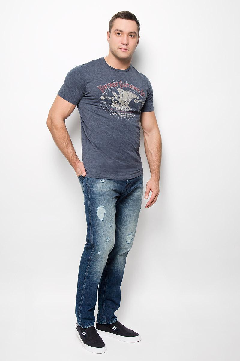 12110042_Fired BrickСтильная мужская футболка Jack & Jones Vintage, выполненная из хлопка с добавлением полиэстера, обладает высокой теплопроводностью, воздухопроницаемостью и гигроскопичностью. Она необычайно мягкая и приятная на ощупь, не сковывает движения и превосходно пропускает воздух. Такая футболка превосходно подойдет как для занятий спортом, так и для повседневной носки. Модель с короткими рукавами и круглым вырезом горловины - идеальный вариант для создания модного современного образа. Футболка оформлена оригинальным принтом и фирменной нашивкой. Эта модель подарит вам комфорт в течение всего дня и послужит замечательным дополнением к вашему гардеробу.