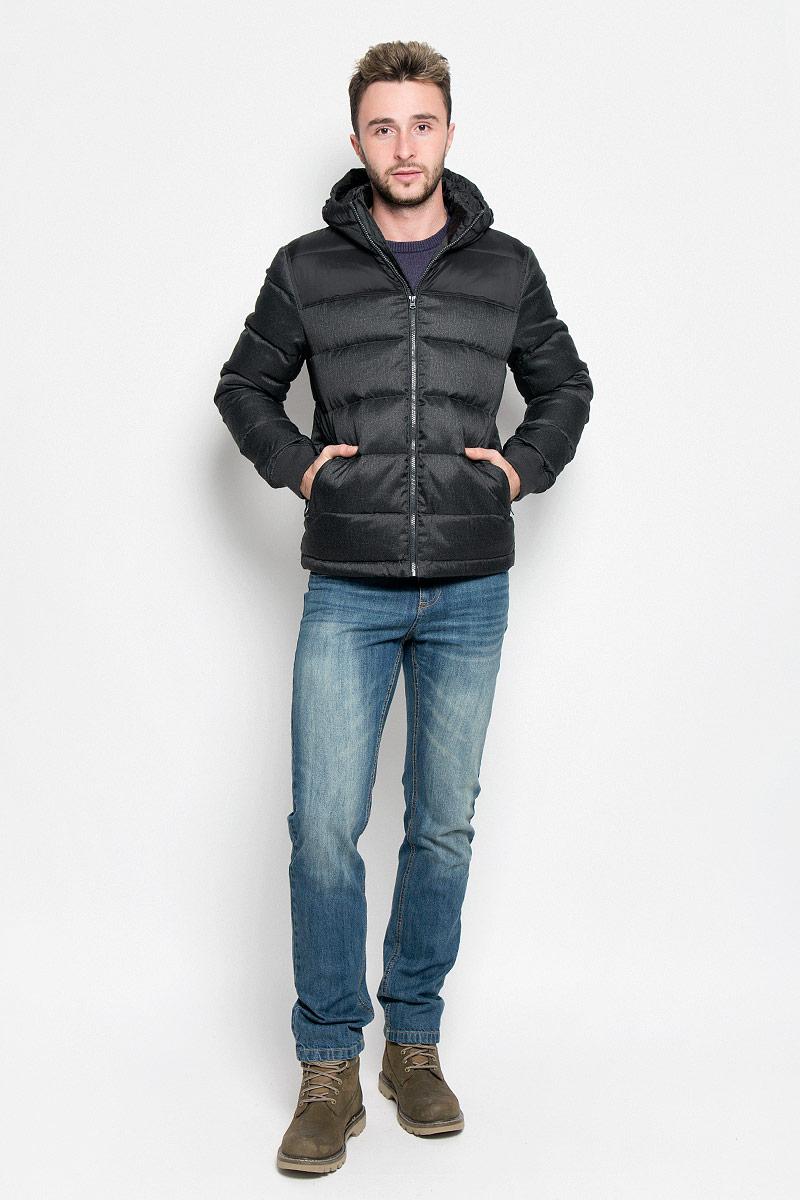 КурткаW4635YURQМужская куртка Wrangler, выполненная из высококачественного комбинированного материала, придаст образу безупречный стиль. Подкладка изготовлена из гладкого и приятного на ощупь материала. В качестве утеплителя используется утиный пух и перо. Куртка прямого кроя с несъемным капюшоном застегивается на застежку-молнию с внутренней ветрозащитной планкой. Край капюшона дополнен шнурком-кулиской. Низ рукавов обработан трикотажными эластичными манжетами. Спереди расположено два прорезных кармана на молниях, с внутренней стороны - прорезной карман на застежке-молнии. На левом рукаве расположена небольшая фирменная нашивка. Практичная и теплая куртка послужит отличным дополнением к вашему гардеробу!
