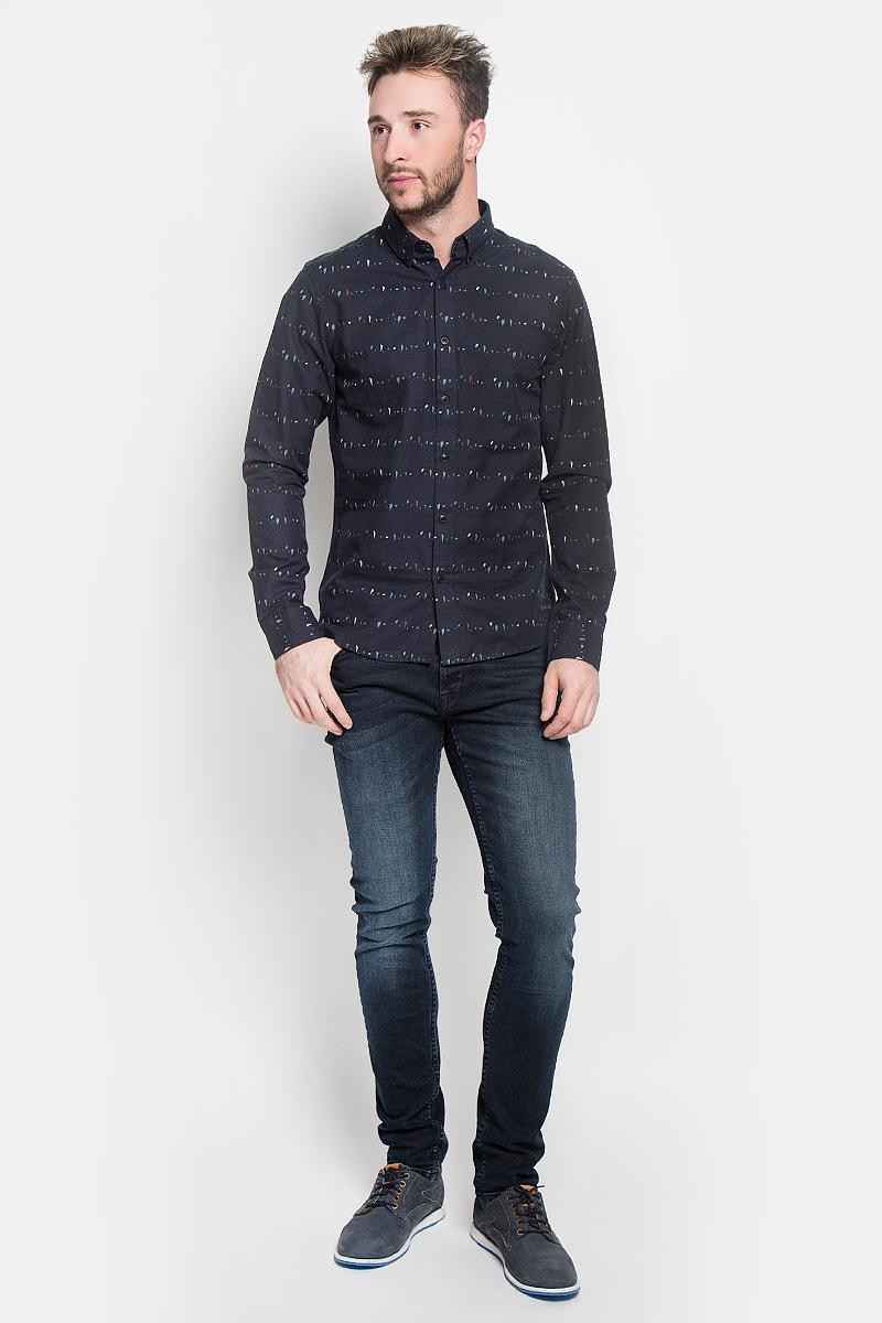 22004270_Cloud DancerСтильная мужская рубашка Only & Sons, выполненная из натурального хлопка, подчеркнет ваш уникальный стиль и поможет создать оригинальный образ. Такой материал великолепно пропускает воздух, а также обладает высокой гигроскопичностью. Рубашка slim fit с длинными рукавами и отложным воротником застегивается на пуговицы спереди. Манжеты рукавов также застегиваются на пуговицы. Рубашка оформлена принтом в виде мелких пятнышек. Классическая рубашка - превосходный вариант для базового мужского гардероба и отличное решение на каждый день. Такая рубашка будет дарить вам комфорт в течение всего дня и послужит замечательным дополнением к вашему гардеробу.