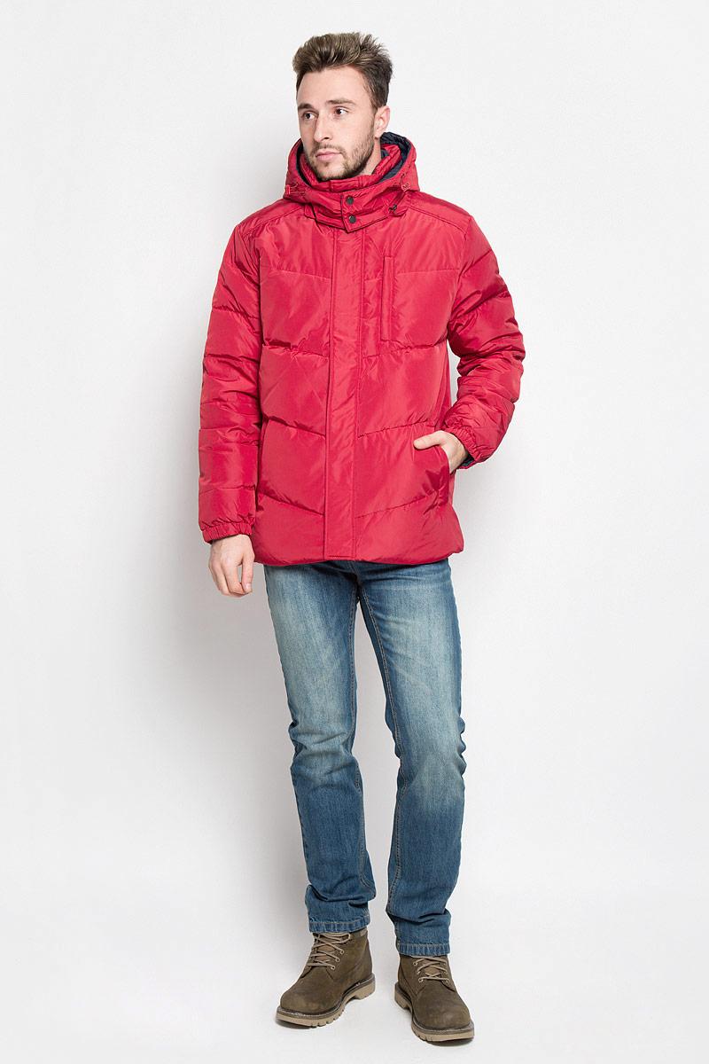 КурткаCd-226/354-6414Мужская двухсторонняя куртка Sela, выполненная из полиэстера, придаст образу безупречный стиль. Подкладка изготовлена из гладкого и приятного на ощупь материала. В качестве утеплителя используется пух и перо. Куртка прямого кроя с капюшоном и воротником-стойкой застегивается на застежку-молнию с ветрозащитной планкой на кнопках. Капюшон пристегивается к изделию за счет молнии. Край капюшона дополнен шнурком-кулиской. Низ рукавов собран на резинку. С одной стороны модели расположено три прорезных кармана на застежке-молнии, с другой стороны - два прорезных кармана на застежке-молнии. Такая практичная и теплая куртка послужит отличным дополнением к вашему гардеробу!