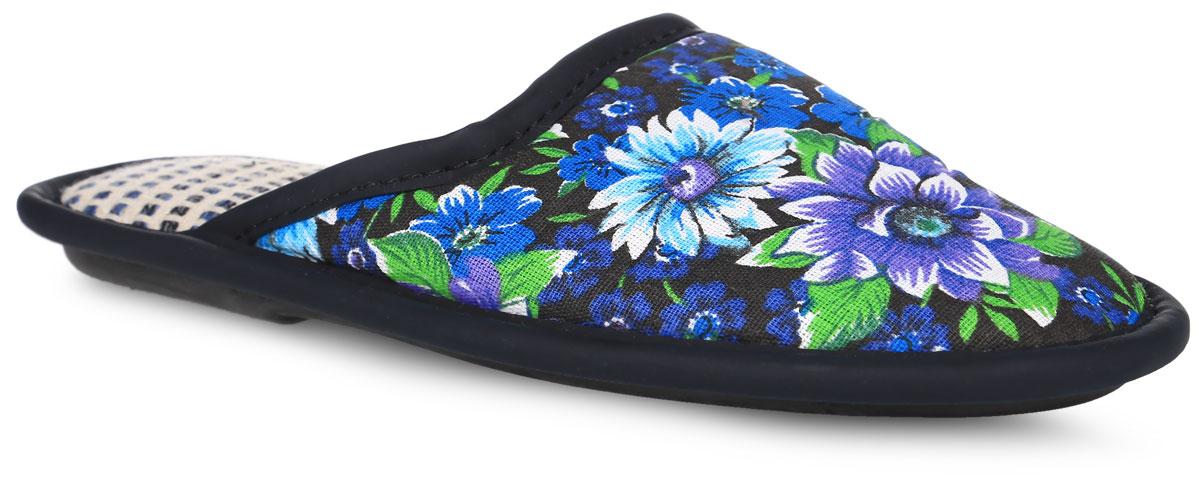 0601 ДЖенские тапки от Bris выполнены из текстиля, оформленного ярким цветочным принтом. Модель дополнена окантовкой из искусственной кожи. Подкладка и стелька изготовлены из мягкого текстиля. Подошва из вспененного полимера оснащена рифлением.