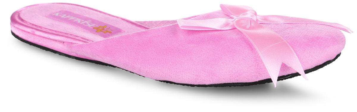 382-16 WTТапки от Bris выполнены из качественного текстиля. Модель оформлена декоративной нашивкой в виде бантика. Подкладка выполнена из мягкого сетчатого текстиля. Стелька выполнена из мягкого ворсистого текстиля. Подошва изготовлена из легкого и пластичного ЭВА-материала. Рифление подошвы гарантирует отличное сцепление с любой поверхностью.
