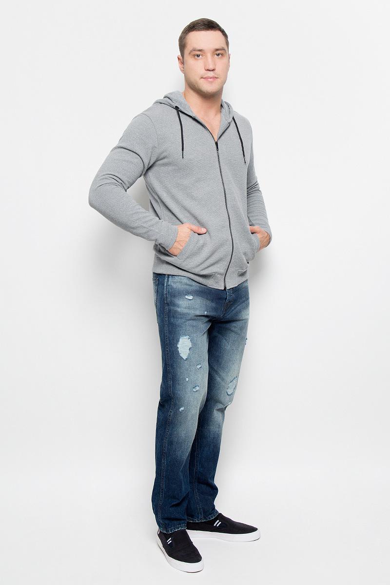 Толстовка22004475_Dress BluesСтильная мужская толстовка Only & Sons, изготовленная из хлопка и полиэстера, необычайно мягкая и приятная на ощупь, не сковывает движения. Модель с капюшоном и длинными рукавами застегивается на металлическую застежку-молнию. Капюшон дополнен шнурком-застежкой. Низ модели обработан эластичной манжетой. Спереди модель оформлена двумя прорезными карманами. Эта модная и в тоже время комфортная толстовка отличный вариант как для активного отдыха, так и для занятий спортом!