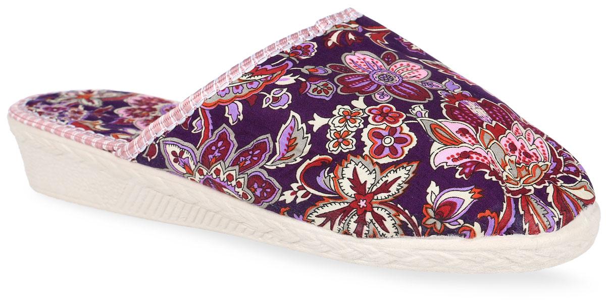 304 -309Тапки от Bris выполнены из качественного текстиля и ПВХ. Модель оформлена оригинальной вышивкой. Подкладка и стелька выполнены из мягкого утепленного текстиля. Стелька оформлена фирменным принтом. Подошва изготовлена из легкого и гибкого ПВХ.