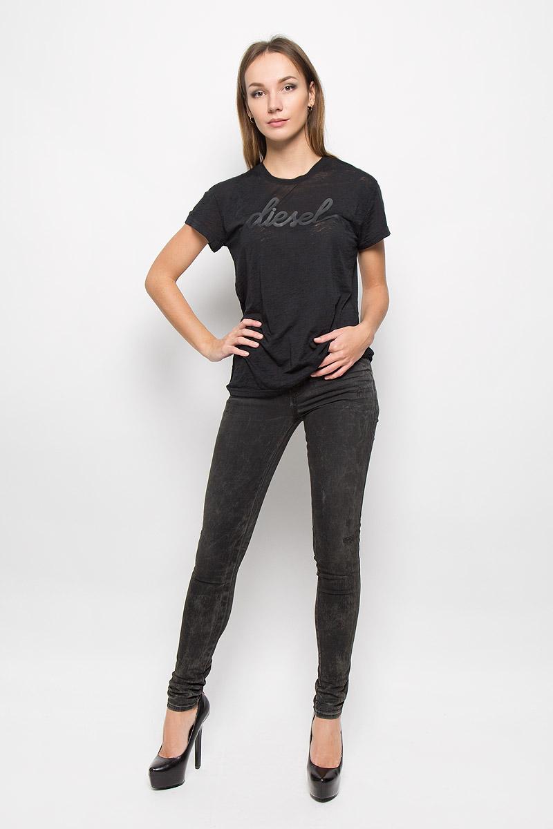 00STU6-0HAKX/41UСтильная женская футболка Diesel, выполненная из полиэстера с добавлением хлопка, подчеркнет ваш уникальный стиль и поможет создать оригинальный женственный образ. Футболка с короткими рукавами и с круглым вырезом горловины оформлена термоаппликацией в виде названия бренда. Такая футболка будет дарить вам комфорт в течение всего дня и послужит замечательным дополнением к вашему гардеробу.