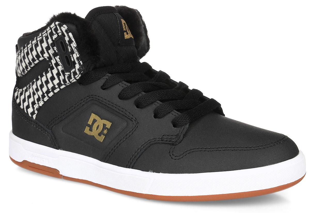 КедыADJS100096-BG3Кеды от DC Shoes выполнены из кожи с синтетической кожи с покрытием и оформлены нашивкой и логотипом бренда. Ярлычок на заднике облегчит надевание модели. На ноге модель фиксируется с помощью шнурков. Внутренняя поверхность и стелька выполнены из искусственного меха, который обеспечит тепло. Подошва из высококачественной резины и дополнена протектором, который гарантирует отличное сцепление с любой поверхностью.
