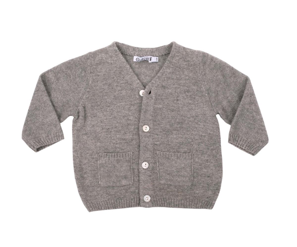 216GBBNC3501Вязаная кофта для малыша Gulliver Baby прекрасно дополнит ползунки, футболку, боди, придав комплекту уют и комфорт. Благородный цвет, накладные карманы, застежка на пуговицы и деликатная фирменная нашивка на спинке делают изделие полноценным и завершенным.
