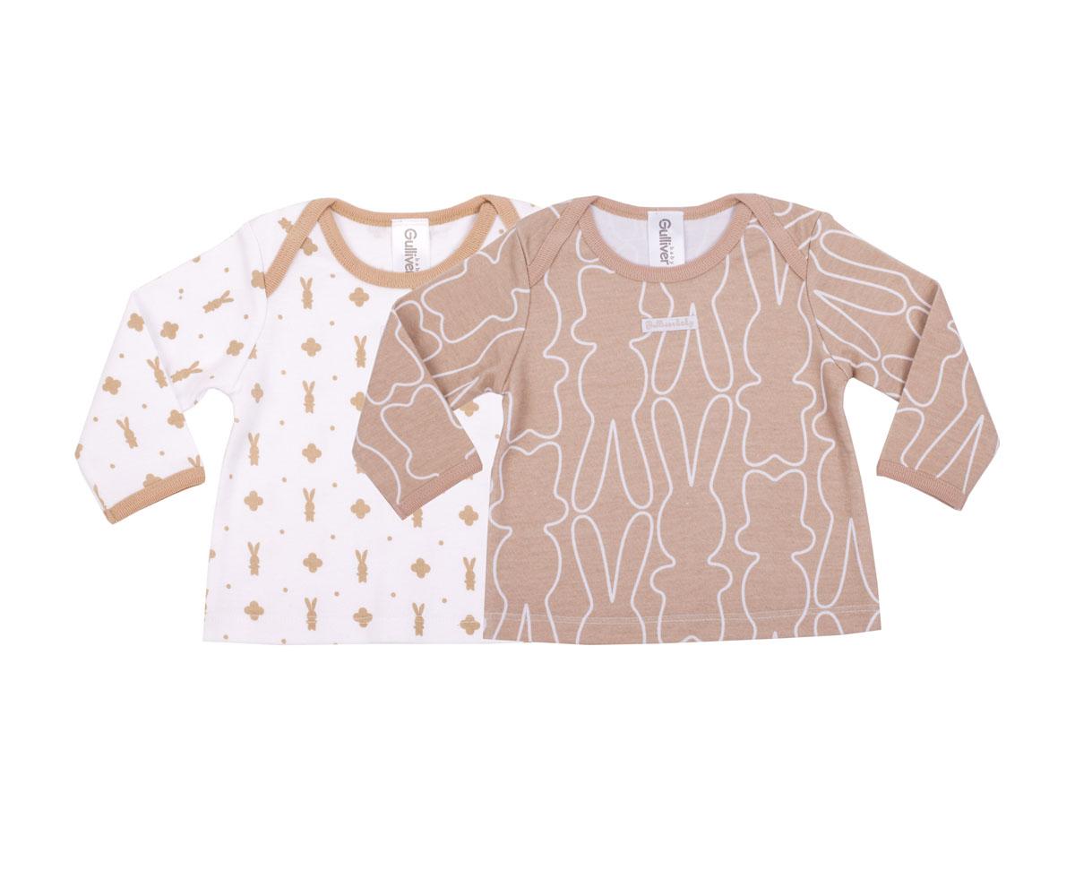 216GBUNC1201Футболки с длинным рукавом для новорожденных - необходимая составляющая бельевого гардероба. Комплект состоит из двух изделий: белая футболка с модным мелким рисунком зайка и бежевая с крупным линеарным орнаментом на ту же тему красиво дополняют друг друга, делая детский бельевой гардероб стильным и разнообразным. Футболки выполнены из мягкого хлопка, очень комфортны, не стесняют движений. Они идеально подходят для сна, а также в качестве белья на прогулку. В оформлении изделий использованы деликатные фирменные нашивки.