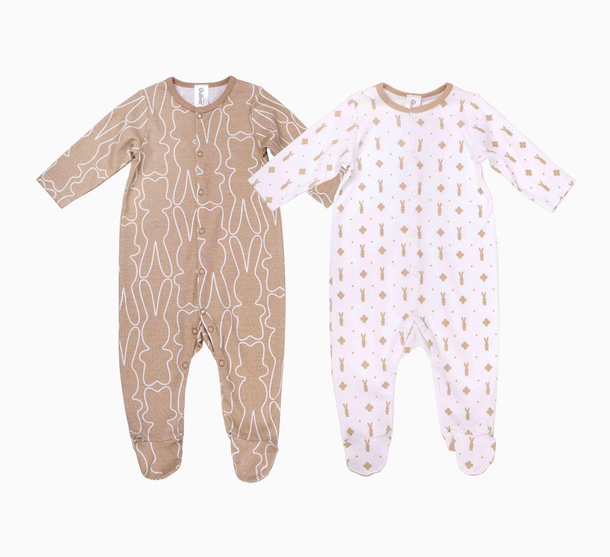Комбинезон216GBUNC5301Комбинезоны для новорожденных - обязательные атрибуты бельевого гардероба. Трикотажные комбинезоны Gulliver Baby сножками выполнены из натурального хлопка. Они мягкие, приятные на ощупь, что очень важно для нежной кожи ребенка. Застежки-кнопки облегчают процесс одевания - раздевания и смены подгузника. Комплект состоит из двух изделий: белый комбинезон с модным мелким рисунком зайка и бежевый с крупным линеарным орнаментом на ту же тему красиво дополняют друг друга, делая детский бельевой гардероб стильным и разнообразным.