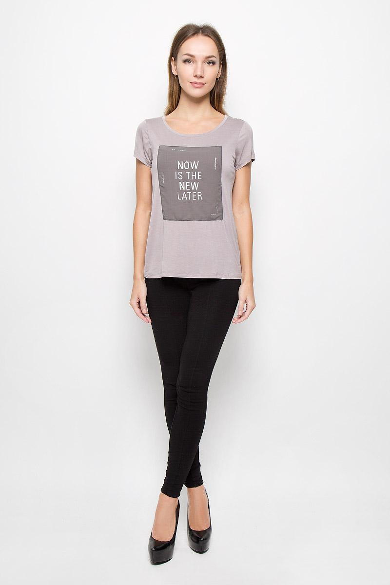 10156665_799Модная женская футболка Broadway Nyomi, выполненная из эластичной вискозы, прекрасно подойдет для повседневной носки. Материал очень мягкий и приятный на ощупь, не сковывает движения и обладает высокими дышащими свойствами. Футболка с круглым вырезом горловины и короткими рукавами дополнена спереди декоративной вставкой с принтовыми надписями. Такая модель будет дарить вам комфорт в течение всего дня и станет стильным дополнением к вашему гардеробу.
