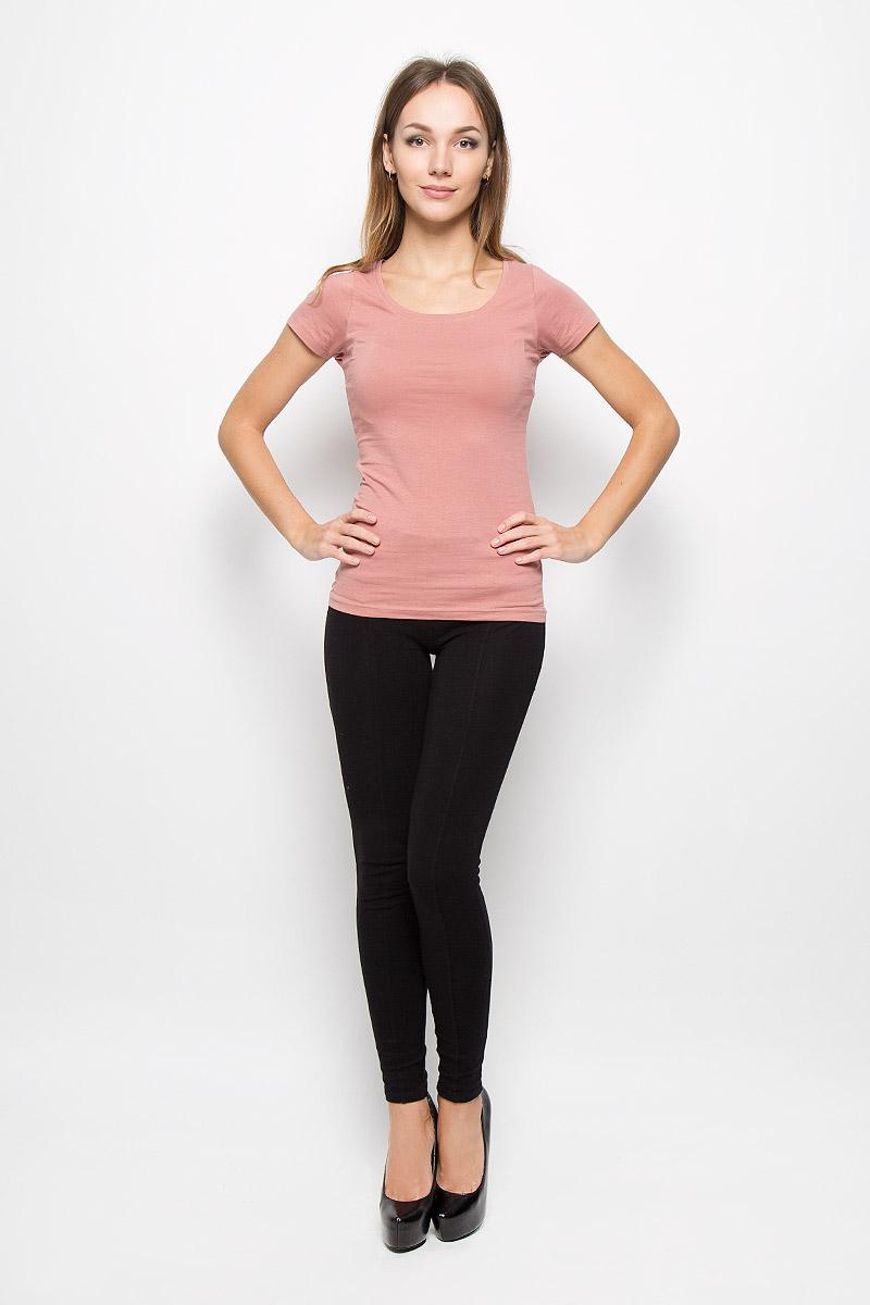 10156600_001Женская футболка Broadway Bella, выполненная из мягкого эластичного хлопка, станет отличным дополнением к вашему гардеробу. Материал изделия тактильно приятный, не стесняет движений и хорошо пропускает воздух, обеспечивая комфорт. Футболка с круглым вырезом горловины и короткими рукавами имеет слегка приталенный силуэт. Однотонная модель - базовый элемент одежды, необходимый для создания большинства повседневных образов. Лаконичный дизайн и совершенство стиля подчеркнут вашу индивидуальность.