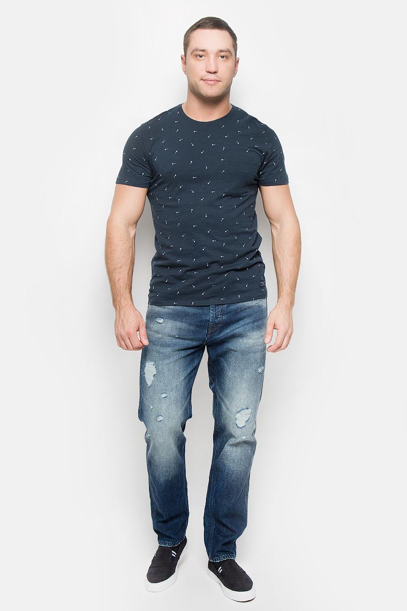 16051436_BlueberryСтильная мужская футболка Selected Homme, выполненная из хлопка с добавлением вискозы, обладает высокой теплопроводностью, воздухопроницаемостью и гигроскопичностью. Она необычайно мягкая и приятная на ощупь, не сковывает движения и превосходно пропускает воздух. Такая футболка превосходно подойдет как для занятий спортом, так и для повседневной носки. Модель с короткими рукавами и круглым вырезом горловины - идеальный вариант для создания модного современного образа. Футболка дополнена накладным нагрудным карманом и украшена принтом в виде стрел. Эта модель подарит вам комфорт в течение всего дня и послужит замечательным дополнением к вашему гардеробу.