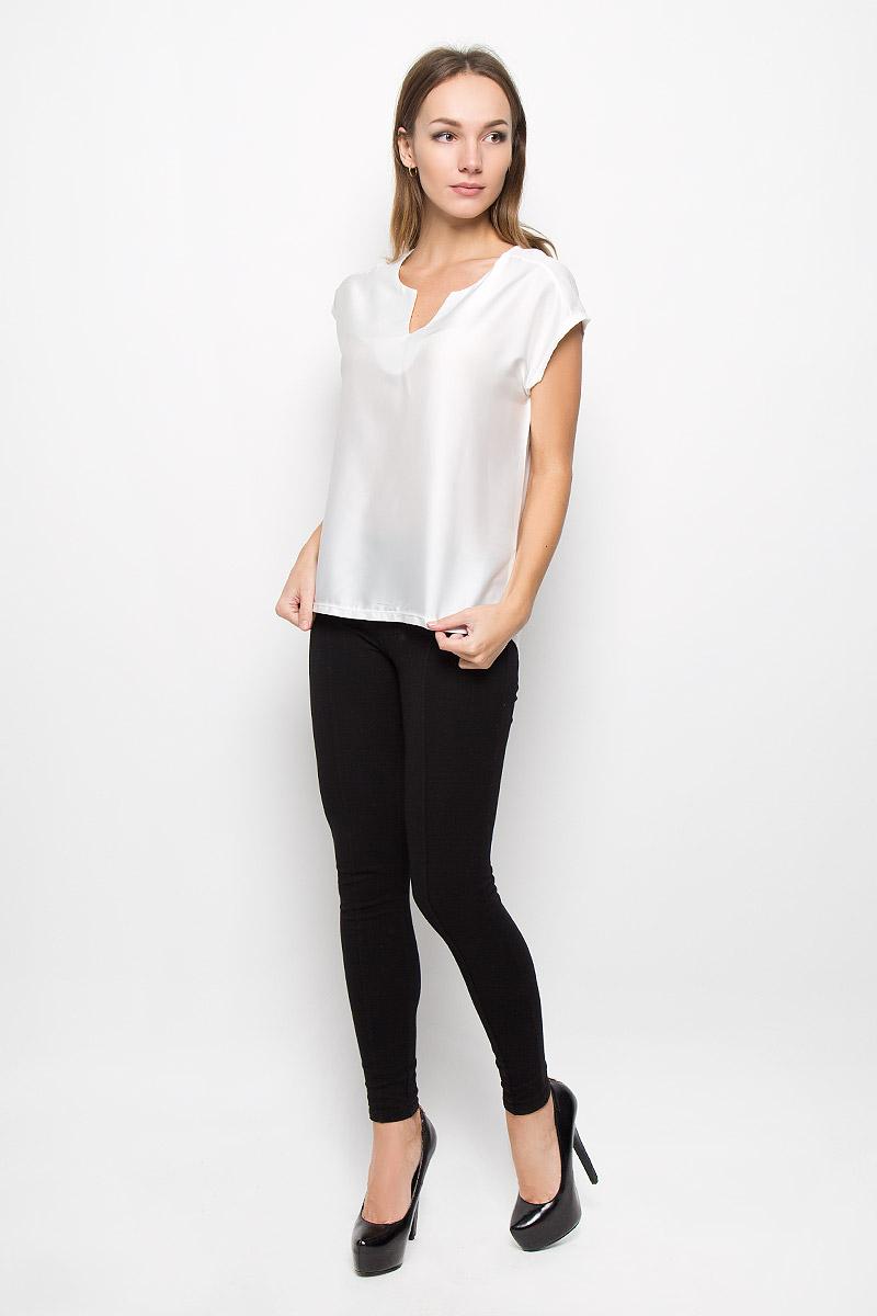 Блузка10156670_001Элегантная женская блуза Broadway Nadina, выполненная из полиэстера с добавлением вискозы, подчеркнет ваш уникальный стиль и поможет создать оригинальный женственный образ. Блузка без рукавов с V-образным вырезом горловины и удлиненной спинкой имеет свободный крой. Удлиненные плечи модели красиво драпируются, имитируя рукав-крылышко. Эта блузка будет дарить вам комфорт в течение всего дня и послужит замечательным дополнением к вашему гардеробу.