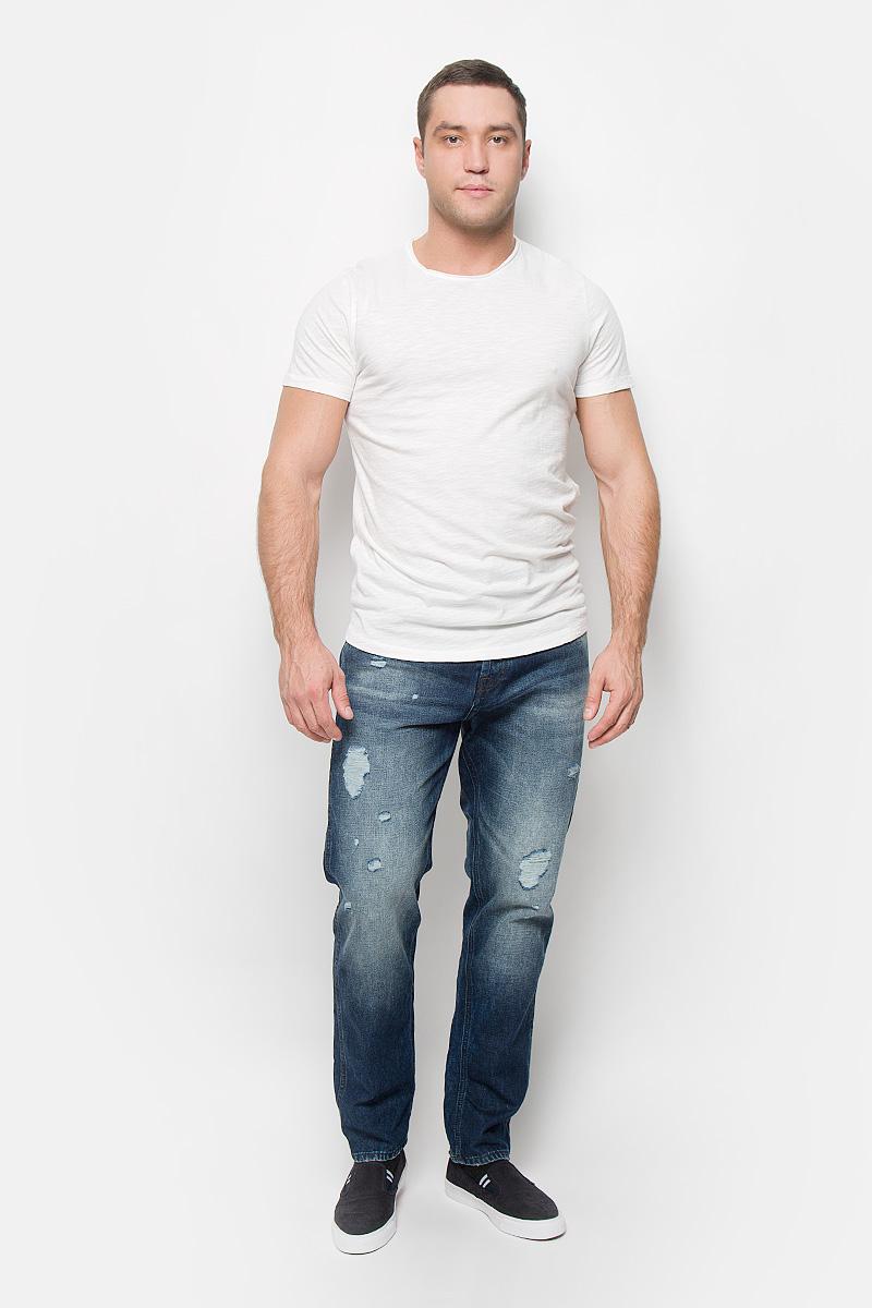 16051686_BlackМужская футболка Selected Homme Antonio Banderas, выполненная из натурального хлопка, идеально подойдет для повседневной носки. Материал очень мягкий и приятный на ощупь, не сковывает движения и позволяет коже дышать. Футболка прямого кроя с короткими рукавами имеет круглый вырез горловины, дополненный двойной окантовкой с закрученными краями. Такая футболка будет дарить вам комфорт в течение всего дня!