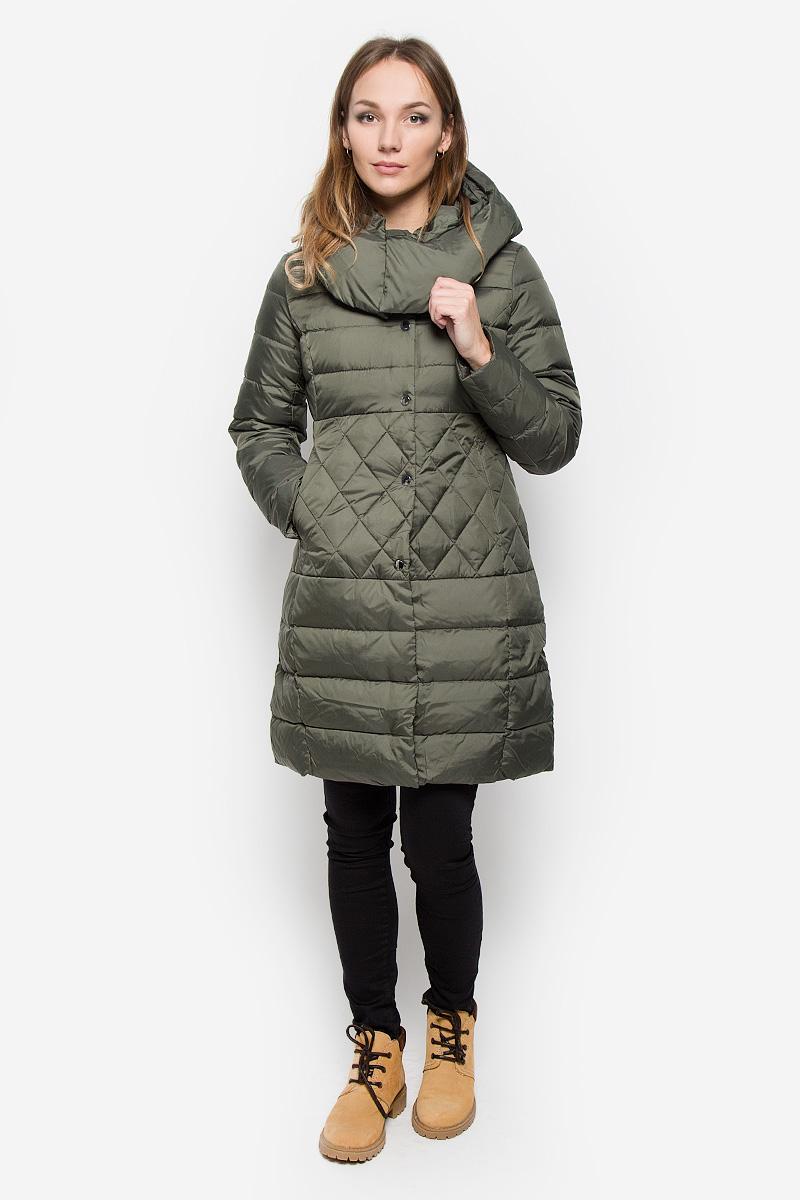 ПальтоCed-126/653-6414Удобное женское пальто Sela Casual согреет вас в прохладную погоду и позволит выделиться из толпы. Модель с длинными рукавами и несъемным капюшоном выполнена из полиэстера. Наполнитель из натурального пуха и пера надежно сохранит тепло и не позволит вам замерзнуть. Пальто застегивается на застежку-молнию спереди и имеет ветрозащитный клапан на кнопках. Изделие дополнено двумя втачными карманами на застежках-молниях спереди. Рукава дополнены внутренними трикотажными манжетами. Это модное и уютное пальто - отличный вариант для прогулок, оно подчеркнет ваш изысканный вкус и поможет создать неповторимый образ.