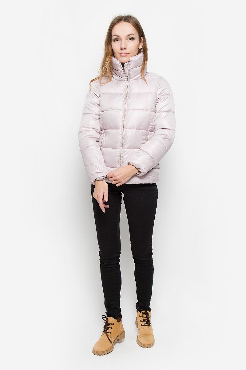 Куртка10109_391Удобная женская куртка Broadway Norma согреет вас в прохладную погоду и позволит выделиться из толпы. Модель с длинными рукавами, воротником-стойкой выполнена из прочного полиэстера. Куртка застегивается на застежку-молнию спереди. Изделие дополнено двумя втачными карманами на молниях спереди, манжеты рукавов оснащены узкими эластичными резинками. Куртка оформлена стеганым узором. Эта модная и комфортная куртка - отличный вариант для прогулок в прохладное время года, она не позволит вам замерзнуть и подчеркнет ваш уникальный стиль.