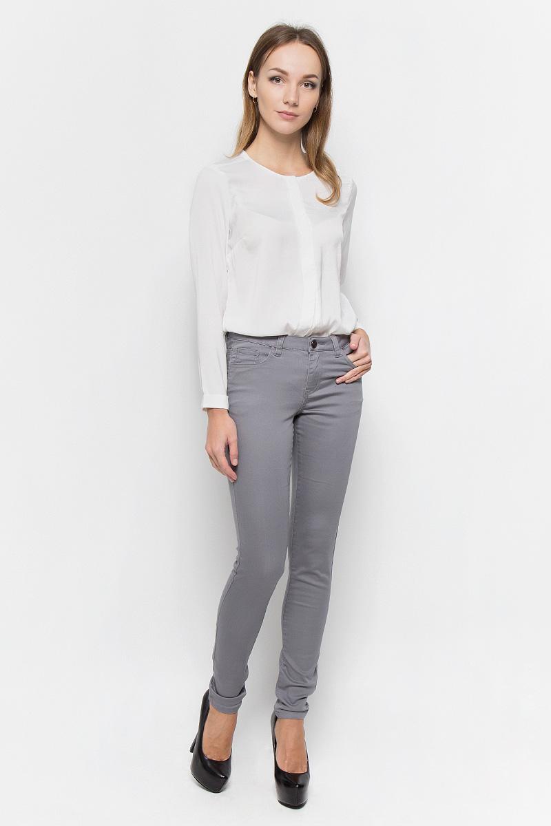Брюки10156830_318Стильные женские брюки Broadway Jane - это изделие высочайшего качества, которое превосходно сидит и подчеркнет все достоинства вашей фигуры. Брюки-скинни стандартной посадки выполнены из эластичного высококачественного материала, что обеспечивает комфорт и удобство при носке. Модель застегивается на пуговицу в поясе и ширинку на застежке-молнии, имеет шлевки для ремня. Брюки имеют классический пятикарманный крой: они оснащены двумя втачными карманами и небольшим втачным кармашком спереди, и двумя втачными карманами на пуговицах сзади. Эти модные и в то же время комфортные брюки послужат отличным дополнением к вашему гардеробу и помогут создать неповторимый современный образ.