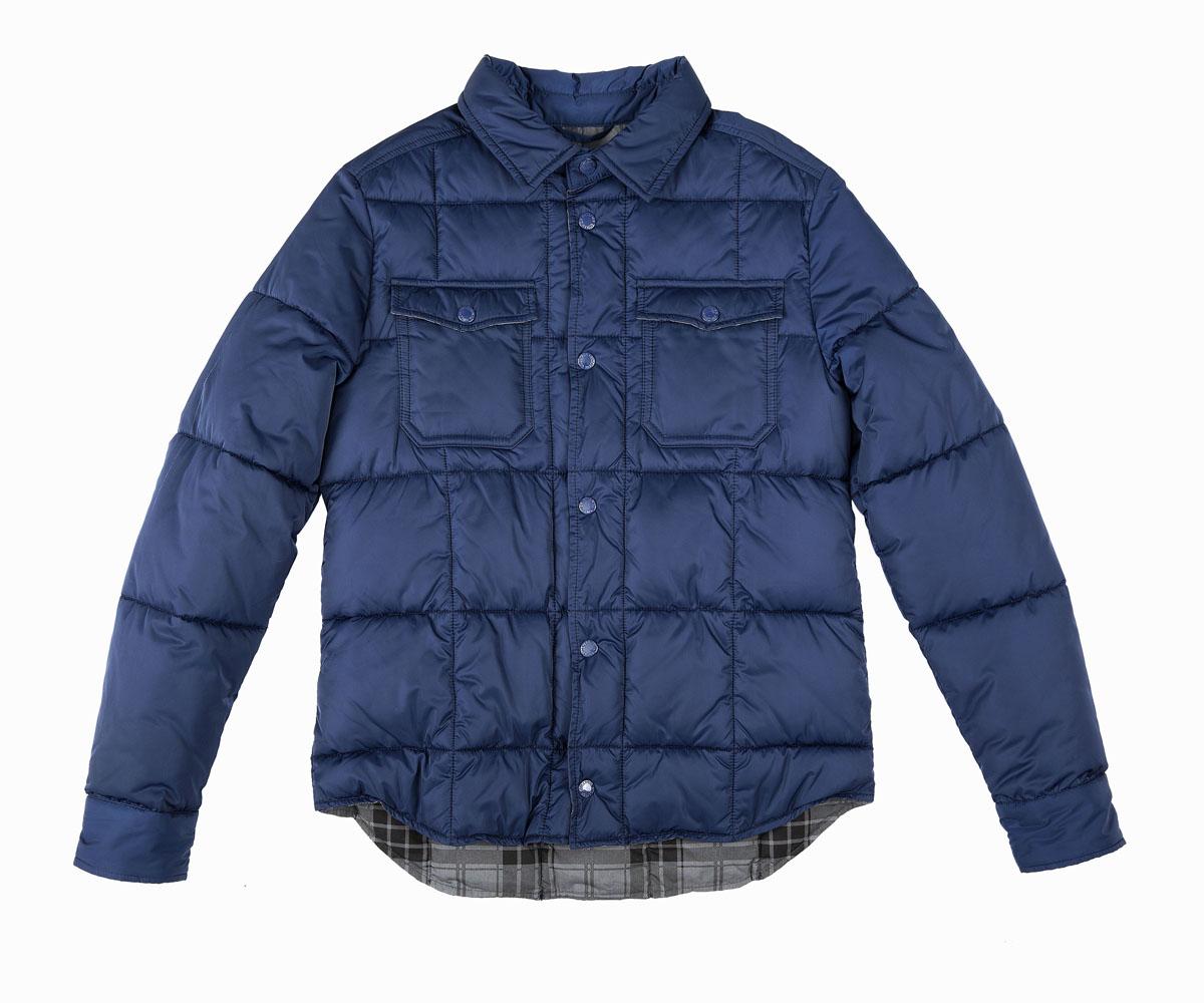 Куртка21611BTC4101Какими должны быть куртки для мальчиков? Модными или практичными, красивыми или функциональными? Отправляясь на шоппинг, мамы мальчиков хотят ответить на эти непростые вопросы. Куртка от Gulliver упрощает задачу, потому что сочетает в себе все лучшие характеристики детских курток для мальчиков. Куртка-рубашка - трендовая модель коллекции! Модный силуэт, комфортная длина, интересная подкладка из крупной клетки делают куртку яркой и привлекательной. Эта куртка подарит своему обладателю прекрасный внешний вид, комфорт и удобство. Если вы решили купить модную куртку, эта модель - прекрасный выбор!