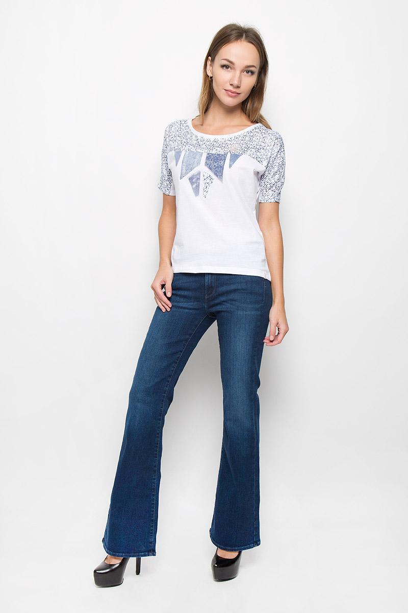 ДжинсыW27BX759UМодные женские джинсы Wrangler Flare станут отличным дополнением к вашему гардеробу. Изготовленные из эластичного хлопка, они приятные на ощупь, не сковывают движения и хорошо пропускают воздух. Джинсы-клеш застегиваются на металлическую пуговицу и имеют ширинку на застежке-молнии. На поясе предусмотрены шлевки для ремня. Спереди расположены два втачных кармана и один маленький накладной, а сзади - два накладных кармана. Изделие оформлено потертостями и перманентными складками. Современный дизайн и расцветка делают эти джинсы стильным предметом женской одежды. Это идеальный вариант для тех, кто хочет заявить о себе и своей индивидуальности!