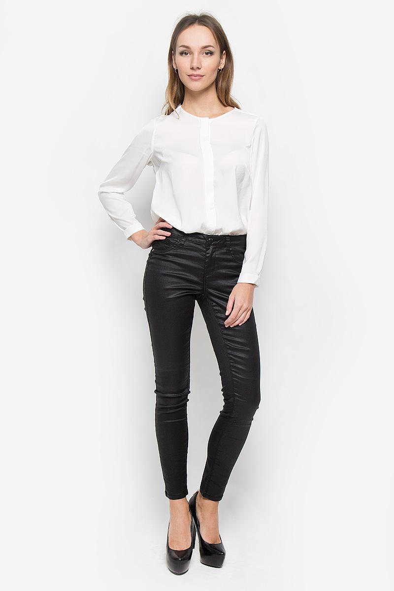 10156617_999Стильные женские джинсы Broadway Jane - это джинсы высочайшего качества, которые прекрасно сидят. Они выполнены из высококачественного эластичного хлопка с добавлением полиэстера, что обеспечивает комфорт и удобство при носке. Модные джинсы скинни заниженной посадки станут отличным дополнением к вашему современному образу. Джинсы застегиваются на пуговицу в поясе и ширинку на застежке-молнии, имеют шлевки для ремня. Джинсы имеют классический пятикарманный крой: спереди модель оформлена двумя втачными карманами и одним маленьким накладным кармашком, а сзади - двумя накладными карманами. Материал модели имеет легкий блеск. Эти модные и в то же время комфортные джинсы послужат отличным дополнением к вашему гардеробу.