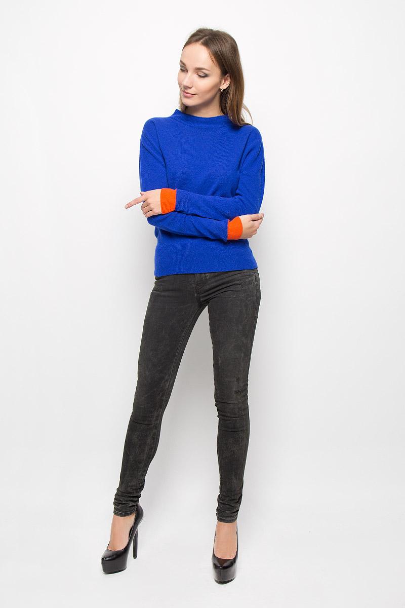 Джемпер00SSBB-0JAJJ/8CRAЖенский свитер Diesel, изготовленный из высококачественной пряжи из шерсти и кашемира, мягкий и приятный на ощупь, не сковывает движений и обеспечивает наибольший комфорт. Модель с воротником-стойкой и длинными рукавами великолепно подойдет для создания современного образа в стиле Casual. Манжеты рукавов, воротник и низ изделия связаны резинкой. Этот свитер послужит отличным дополнением к вашему гардеробу. В нем вы всегда будете чувствовать себя уютно и комфортно в прохладную погоду.