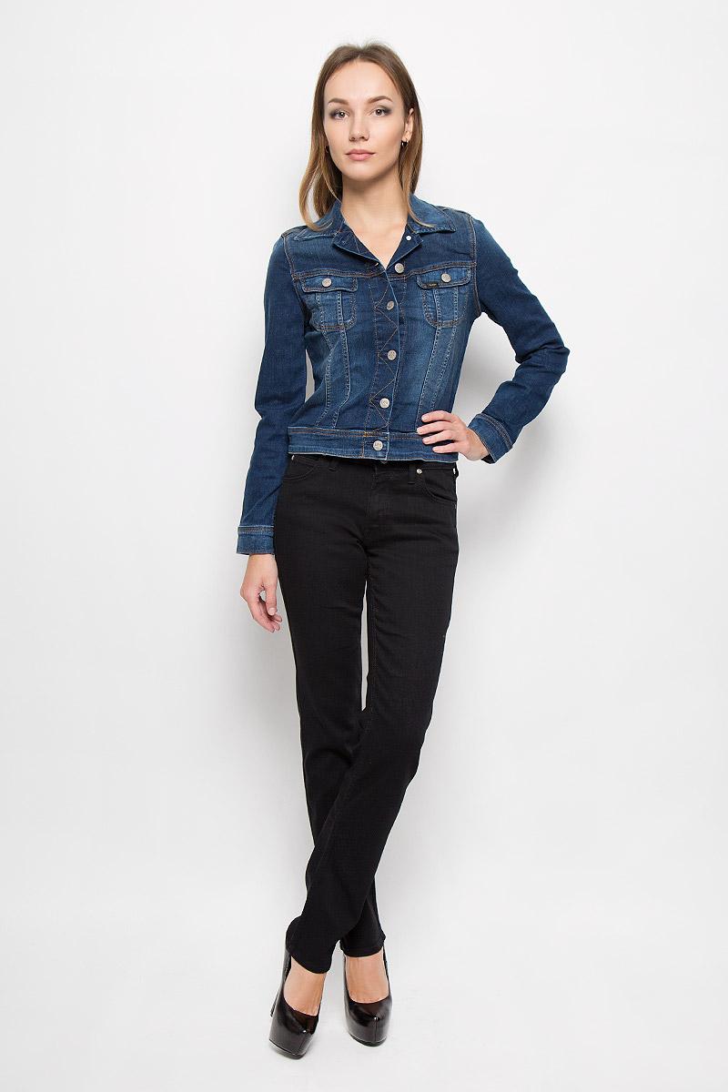 ДжинсыL301GY47Стильные женские джинсы Lee Marion Straight - это джинсы высочайшего качества, которые прекрасно сидят. Они выполнены из высококачественного эластичного хлопка с добавлением полиэстера и вискозы, что обеспечивает комфорт и удобство при носке. Модные джинсы прямого кроя и стандартной посадки станут отличным дополнением к вашему современному образу. Джинсы застегиваются на пуговицу в поясе и ширинку на застежке-молнии, имеют шлевки для ремня. Джинсы имеют классический пятикарманный крой: спереди модель оформлена двумя втачными карманами и одним маленьким накладным кармашком, а сзади - двумя накладными карманами. Эти модные и в то же время комфортные джинсы послужат отличным дополнением к вашему гардеробу.