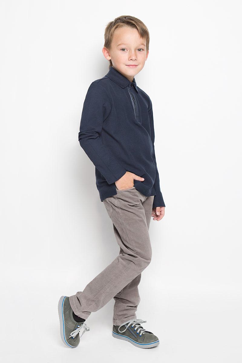 P-815/301-6313Модные брюки для мальчика Sela прекрасно подойдут вашему ребенку и станут отличным дополнением к детскому гардеробу. Изготовленные из эластичного хлопка, они мягкие и приятные на ощупь, не сковывают движения и позволяют коже дышать, не раздражают нежную кожу ребенка, обеспечивая ему наибольший комфорт. Брюки на талии застегиваются на металлическую пуговицу, также имеются шлевки для ремня и ширинка на металлической застежке-молнии. С внутренней стороны пояс регулируется резинкой на пуговицах. Спереди модель дополнена двумя втачными карманами и маленьким накладным кармашком, а сзади - двумя накладными карманами. Украшены брючки металлическими клепками. В таких брюках ваш маленький мужчина будет чувствовать себя комфортно, уютно и всегда будет в центре внимания!