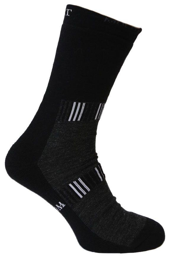 Термоноски10409Термоноски средней длины и толщины, которые идеально подходят для высокой физической активности и спорта. Высококачественная мериносовая шерстяная пряжа Multitech швейцарской фирмы Shоeller обладает уникальной гигроскопичностью, поддерживает естественную температуру тела, обеспечивает термоизоляцию при любых погодных условиях. Эластичные участки на носке, подошве и лодыжке плотно обтягивают ногу. Эта модель носков имеет в своем составе антибактериальный компонент - серебряную нить, подавляющую рост большинства грибков и бактерий, влияющих на появление неприятного запаха. На серебряную нить не влияет количество стирок, поэтому гигиеническая функция изделия не снижается в процессе носки. Носки Silver Sport Multitech создают приятное ощущение тепла и свежести. Носки Tesema - традиционно высокое европейское качество и финские технологии.
