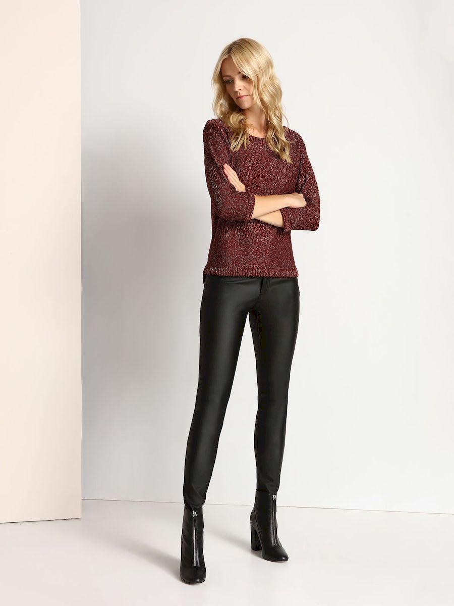 SSP2323CAСтильные женские брюки Top Secret выполнены из вискозы с добавлением полиамида и эластана. Модель-слим стандартной посадки застегивается на пуговицы в поясе и ширинку на застежке-молнии. Спереди брюки дополнены двумя втачными карманами и маленьким накладным кармашком, сзади - двумя накладными карманами. На поясе предусмотрены шлевки для ремня.