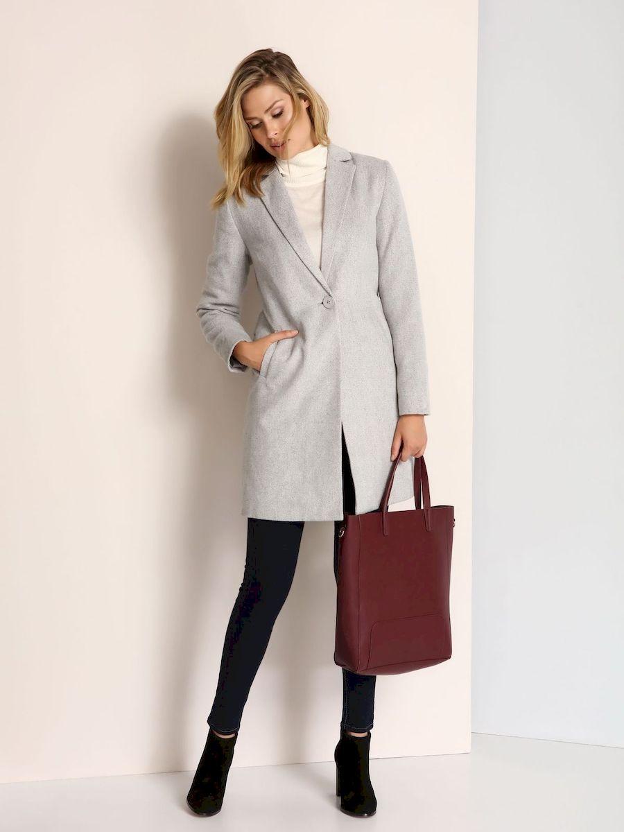 ПальтоSPZ0357GBСтильное женское пальто Top Secret выполнено из полиэстера с добавлением шерсти. Пальто застегивается на пуговицу и дополнена поясом. По бокам изделие дополнено имитацией карманов.