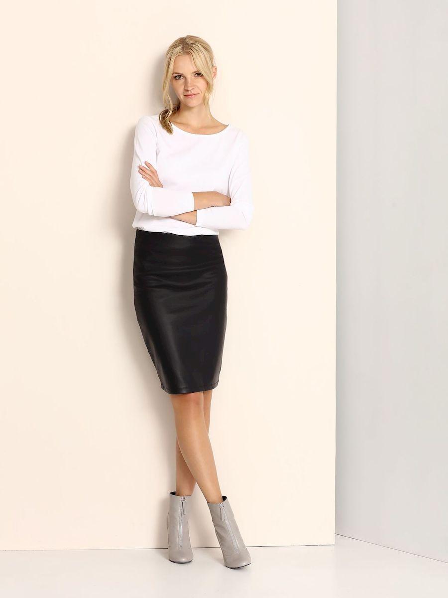 ЮбкаSSD1040GRСтильная юбка Top Secret изготовлена из искусственной кожи. Юбка-карандаш подчеркнет все достоинства вашей фигуры. Сзади юбка застегивается на молнию.