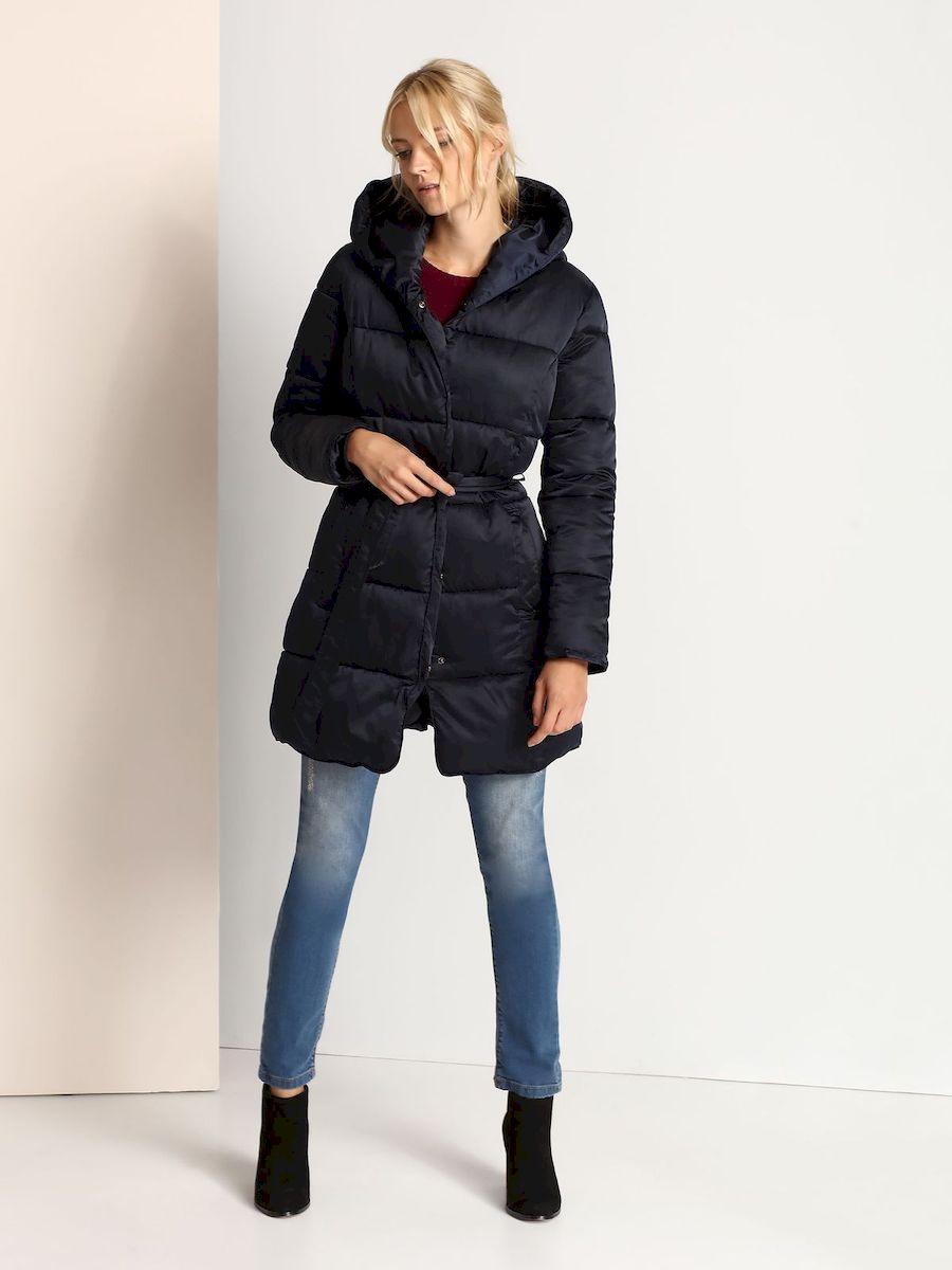 SKU0694GRСтильная женская куртка Top Secret, выполнена из 100% полиэстера. Модель приталенного силуэта с капюшоном и длинными рукавами застегивается на металлическую застежку-молнию и дополнительно ветрозащитной планкой на металлические кнопки. Рукава модели дополнены эластичными внутренними манжетами, препятствующими проникновению холодного воздуха. Спереди изделие дополнено двумя втачными карманами. Текстильный ремешок подчеркивает линию талии.
