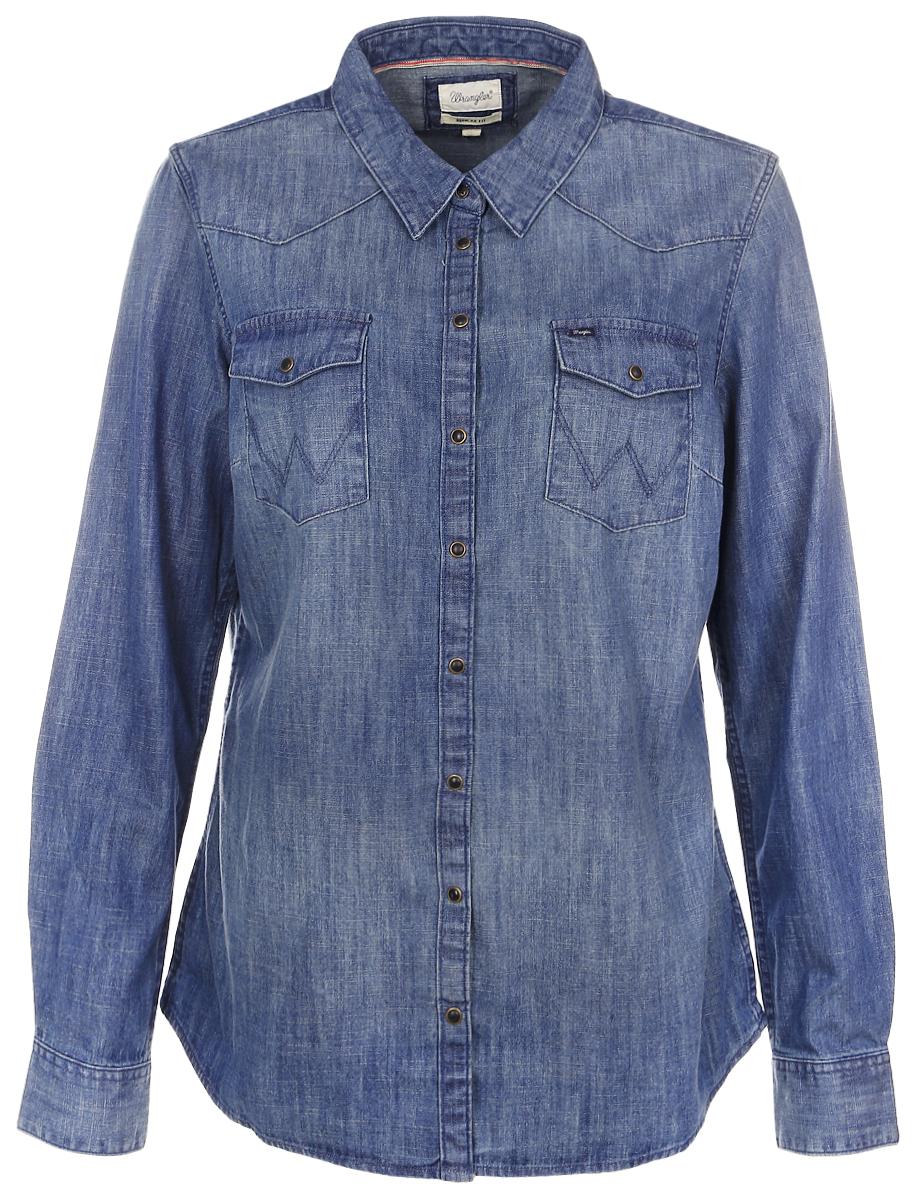 РубашкаW50457P8EЖенская рубашка Wrangler выполнена из натурального хлопка. Рубашка с длинными рукавами и отложным воротником застегивается на кнопки спереди. Манжеты рукавов также застегиваются на кнопки. Рубашка оформлена вышивкой в виде цветов на рукавах. На груди расположены два накладных кармана.