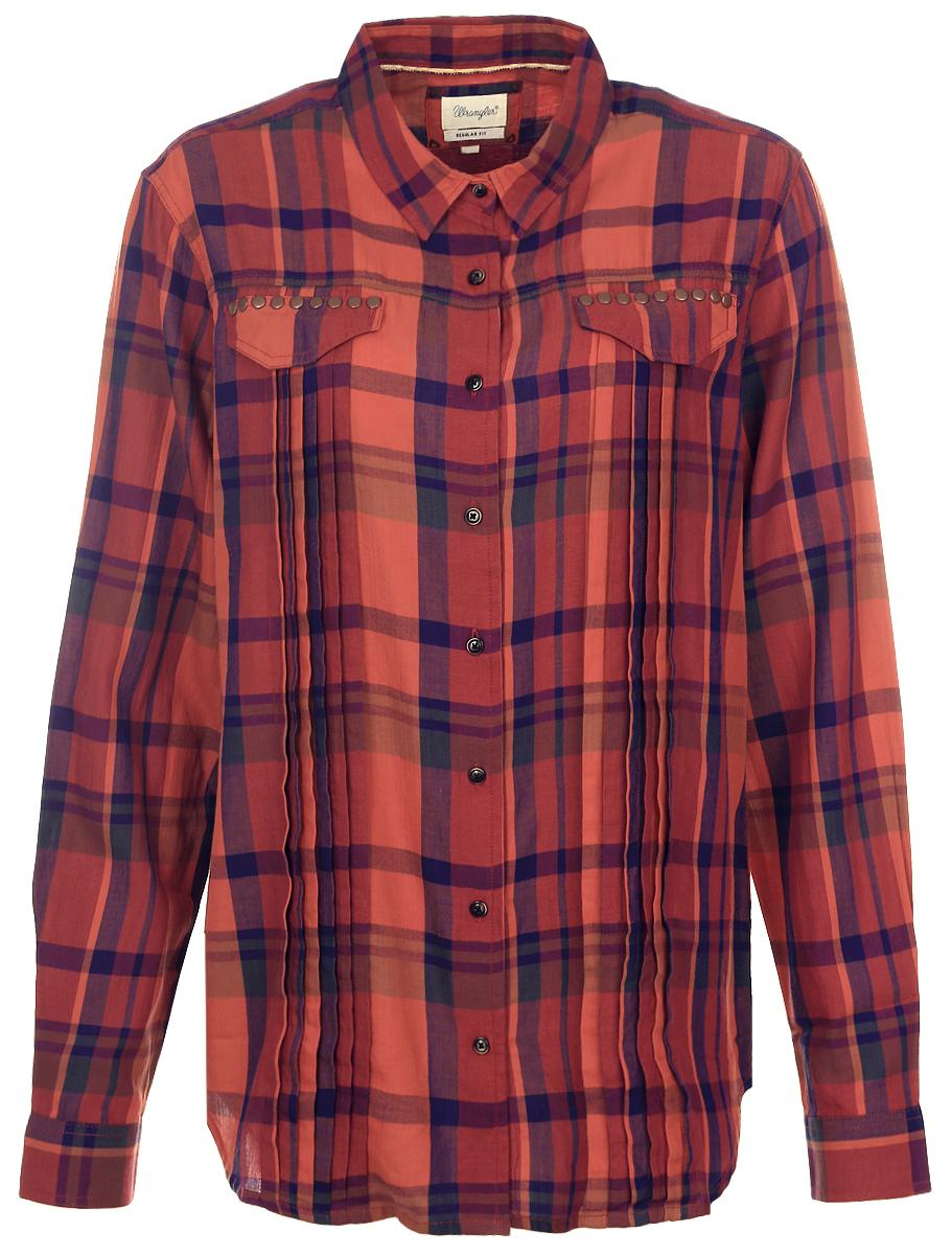 РубашкаW5182BBMHЖенская рубашка Wrangler, выполненная из высококачественного хлопка, идеально подойдет для повседневной носки. Модель с отложным воротником и длинными рукавами застегивается на пуговицы. Манжеты также имеют застежки-пуговицы. На груди расположены карманные клапаны, оформленные металлическими заклепками. Рубашка выполнена принтом в клетку. Такая Рубашка подчеркнет ваш вкус и поможет создать современный и стильный образ!