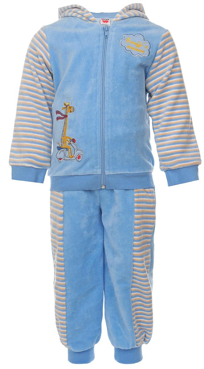 Комплект одеждыU1038-10Модный детский комплект Unigue, состоящий из кофты и брюк - очень удобный и практичный. Комплект выполнен из натурального хлопка с добавлением полиэстера, благодаря чему он необычайно мягкий и приятный на ощупь, не раздражают нежную кожу ребенка и хорошо вентилируются, а эластичные швы приятны телу малыша и не препятствуют его движениям. Кофта с капюшоном и длинными стандартными рукавами застегивается на пластиковую застежку-молнию. Манжеты рукавов и низ изделия дополнены широкими трикотажными резинками, не перетягивающими запястья. Спереди модель оформлена оригинальной нашивкой с изображением жирафика. Брюки прямого покроя оформлены принтом в полоску на талии имеют широкую эластичную резинку, благодаря чему они не сдавливают животик ребенка и не сползают. Понизу штанины также дополнены широкими трикотажными манжетами. Брючки дополнены двумя боковыми карманами. Комплект идеален как самостоятельная верхняя одежда прохладным летом или ранней ...