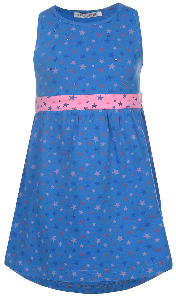 SSD261044-29Яркое платье для девочки Nota Bene отлично подойдет маленькой моднице. Выполненное из натурального хлопка, оно легкое и воздушное, приятное на ощупь, не сковывает движения и хорошо вентилируется. Платье с круглым вырезом горловины без застежек. Модель оформлена нежным оригинальным звездным принтом и спереди дополнена выкладкой из блестящих страз. От линии талии заложены частые складочки, которые придают изделию воздушность. На талии предусмотрены завязки, позволяющие подчеркнуть изящность платья завязанным бантом. Современный дизайн и яркая расцветка делают это платье стильным предметом детской одежды. В нем маленькая принцесса всегда будет в центре внимания.
