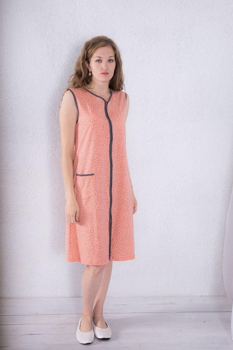 7117110211Женский халат Violett выполнен из натурального хлопка. Халат с V-образным вырезом горловины застегивается на застежку-молнию. Спереди расположен один накладной карман. Оформлена модель принтом в виде сердечек.