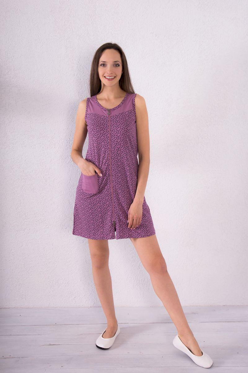 Халат7117110123Женский халат Violett выполнен из натурального хлопка. Халат с круглым вырезом горловины застегивается на застежку-молнию. Спереди расположен один накладной карман. Модель оформлена принтом в виде сердечек.