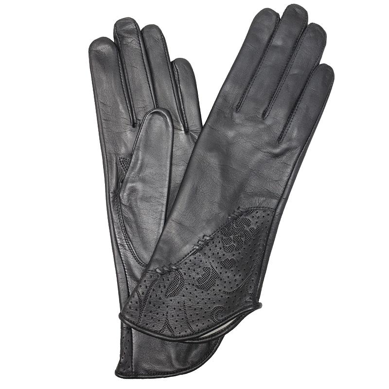 ПерчаткиЭ-21L-1_516Перчатки изготовлены из высококачественной английской кожи Pittards и итальянской кожи Gargiulo на современном технологичном оборудовании. Оформлены оригинальным перфорированным узором. Продукция соответствует международным стандартам качества.