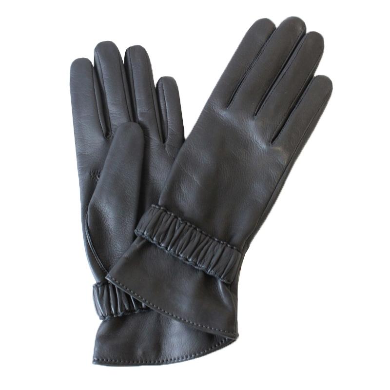 ПерчаткиЭ-21L-1_584Перчатки изготовлены из высококачественной английской кожи Pittards и итальянской кожи Gargiulo на современном технологичном оборудовании. На запястье оформлены декоративной вставкой. Продукция соответствует международным стандартам качества.