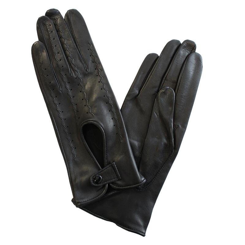 ПерчаткиЭ-20L_409Перчатки изготовлены из высококачественной английской кожи Pittards и итальянской кожи Gargiulo на современном технологичном оборудовании. Оформлены перфорацией, декоративной прострочкой и кнопкой на запястье. Продукция соответствует международным стандартам качества.
