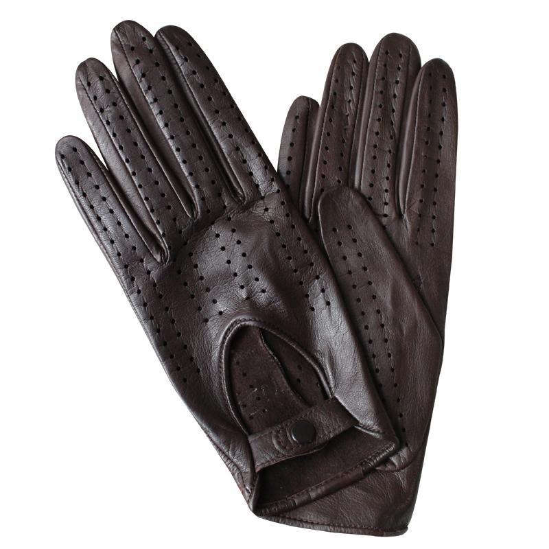 ПерчаткиЭ-20L_242Перчатки изготовлены из высококачественной английской кожи Pittards и итальянской кожи Gargiulo на современном технологичном оборудовании. Оформлены перфорацией и кнопкой на запястье. Продукция соответствует международным стандартам качества.