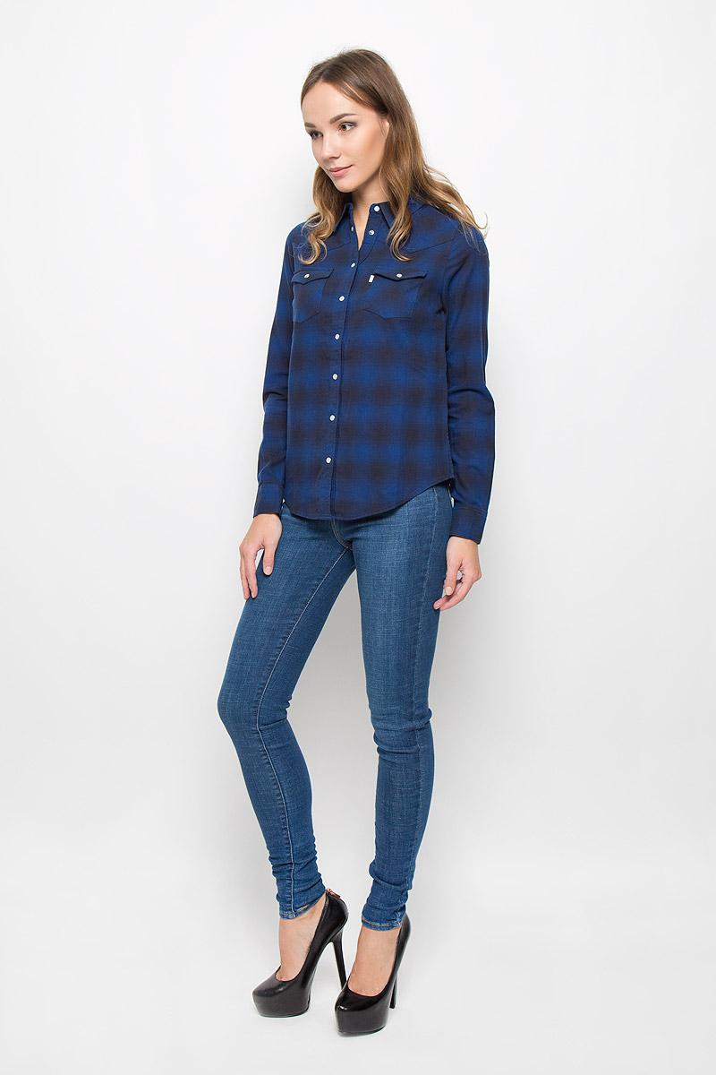 Рубашка2499600070Стильная женская рубашка Levis®, выполненная из натурального хлопка, очень мягкая, приятная на ощупь и позволяет коже дышать, тем самым обеспечивая наибольший комфорт при носке. Модель с отложным воротником застегивается на кнопки, сверху - на пуговицу. Длинные рукава рубашки дополнены манжетами на кнопках. На груди расположены два накладных кармана с клапанами на кнопках. Оформлено изделие принтом в клетку. Такая рубашка подчеркнет ваш вкус и поможет создать великолепный стильный образ.