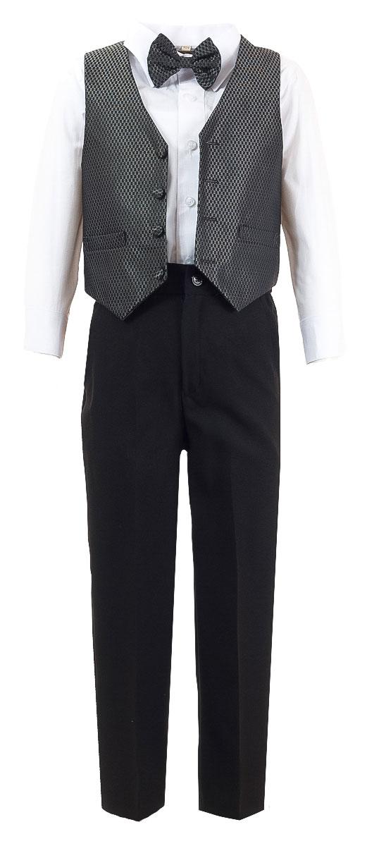 HW14195-51Костюм для мальчика M&D изготовлен из полиэстера с добавлением хлопка. Костюм включает в себя рубашку, брюки, жилет и галстук-бабочку. Рубашка с отложным воротником и длинными рукавами застегивается на пуговицы. Манжеты рукавов оснащены застежками-пуговицами. На груди расположен накладной карман. Брюки классического кроя и стандартной посадки застегиваются на пуговицу в поясе и ширинку на застежке-молнии. На поясе имеются шлевки для ремня. Пояс по бокам присборен на резинки. Брюки дополнены втачными карманами. Жилет с V-образным вырезом горловины застегивается на пуговицы. Спереди расположены два прорезных кармана. Галстук-бабочка оснащен эластичной резинкой. Жилет и галстук-бабочка оформлены оригинальным принтом.
