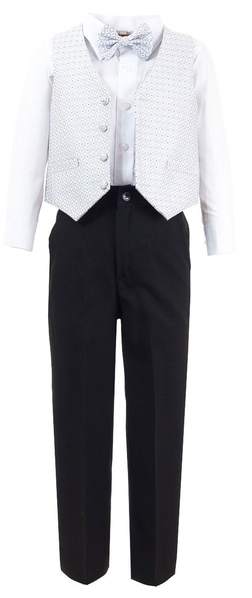 КостюмHW14244-54Костюм для мальчика M&D изготовлен из полиэстера и хлопка. Костюм включает в себя рубашку, брюки, жилет и галстук-бабочку. Рубашка с отложным воротником и длинными рукавами застегивается на пуговицы. Манжеты рукавов оснащены застежками-пуговицами. На груди расположен накладной карман. Брюки классического кроя и стандартной посадки застегиваются на пуговицу в поясе и ширинку на застежке-молнии. На поясе имеются шлевки для ремня. Пояс по бокам присборен на резинки. Брюки дополнены втачными карманами. Жилет с V-образным вырезом горловины застегивается на пуговицы. Спереди расположены два прорезных кармана. Галстук-бабочка оснащен эластичной резинкой. Жилет и галстук-бабочка оформлены оригинальным принтом.