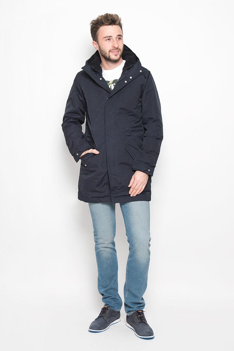 Куртка2767400010Стильная мужская куртка Finn Flare превосходно подойдет для холодных дней. Куртка выполнена из хлопка с добавлением полиамида и имеет подкладку из полиэстера, она отлично защищает от дождя, снега и ветра. Модель с длинными рукавами и несъемным капюшоном застегивается на застежку-молнию и имеет ветрозащитный клапан на кнопках. Куртка дополнена теплой и мягкой подкладкой , которая пристегивается и отстегивается с помощью пуговиц. Изделие дополнено двумя втачными карманами на клапанах с кнопками, а также внутренним накладным карманом на застежке-молнии. Рукава дополнены манжетами, которые регулируются с помощью застежек- кнопок. Эта модная и в то же время комфортная куртка согреет вас в холодное время года и отлично подойдет как для прогулок, так и для активного отдыха.