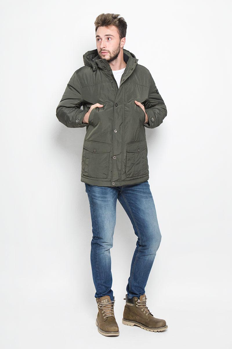 КурткаW16-22002_905Мужская куртка Finn Flare, выполненная из полиэстера, придаст образу безупречный стиль. Подкладка изготовлена из гладкого и приятного на ощупь материала. В качестве утеплителя используется высококачественный полиэстер, который отлично сохраняет тепло. Куртка с капюшоном и воротником-стойкой застегивается на застежку-молнию с внутренней ветрозащитной планкой. Капюшон пристегивается к изделию за счет металлических кнопок. Край капюшона дополнен шнурком-кулиской, а на макушке капюшон имеет небольшой хлястик для регулирования размера. Рукава оснащены манжетами с застёжками-кнопками. Спереди модель дополнена двумя прорезными карманами на кнопках и двумя накладными карманами на застежках-кнопках. С внутренней стороны куртка дополнена прорезным карманом на молнии, накладным карманом на липучке и втачным карманом на пуговице. В поясе куртка регулируется с помощью шнурка-кулиски. Модель оформлена фирменной нашивкой с названием бренда. Этот теплый пуховик...