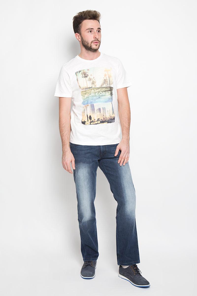 ДжинсыW14Z6478IСтильные мужские джинсы Wrangler - джинсы высочайшего качества, которые прекрасно сидят. Модель слегка зауженного к низу кроя и средней посадки изготовлена хлопка с добавлением полиэстера и эластана, не сковывает движения и дарит комфорт. Джинсы на талии застегиваются на металлическую пуговицу, а также имеют ширинку на застежке-молнии и шлевки для ремня. Спереди модель дополнена двумя втачными карманами и одним накладным небольшим кармашком, а сзади - двумя большими накладными карманами. На правом заднем кармане нашивка с названием бренда. Изделие оформлено небольшим эффектом потертости. Эти модные и в тоже время удобные джинсы помогут вам создать оригинальный современный образ. В них вы всегда будете чувствовать себя уверенно и комфортно.
