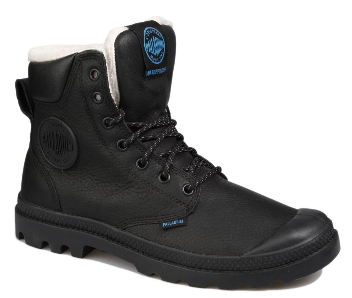 Ботинки72992-228Стильные ботинки Pampa Sport Cuff WPS от Palladium прекрасно подойдут для повседневной носки в холодную погоду. Верх ботинок выполнен из натурального нубука. Подкладка изготовлена из натуральной шерсти, которая сохранит ваши ноги в тепле. Фиксируется модель на ноге при помощи плотной классической шнуровки. Вшитый язычок исключает попадание снега внутрь ботинка и обеспечивает дополнительную теплоизоляцию. Прорезиненный мысок и кант защитят от влаги и позволят продлить срок службы изделия. Стелька EVA для амортизации и комфорта при ходьбе. Резиновая подошва с глубоким протектором обеспечивает превосходное сцепление на любой поверхности. Оформлена модель вставкой из искусственной кожи, сбоку прорезиненной нашивкой с логотипом Palladium, а на язычке нашивкой с названием бренда. Такие ботинки будут прекрасно сочетаться с различными вещами вашего гардероба. Они подчеркнут ваш стиль и индивидуальность!